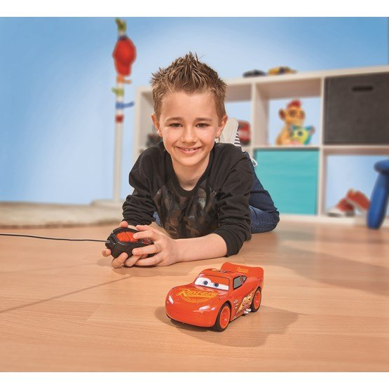 Disney cars 3 r c lightning mcqueen single drive 1 32 for Mobilia 3 butik