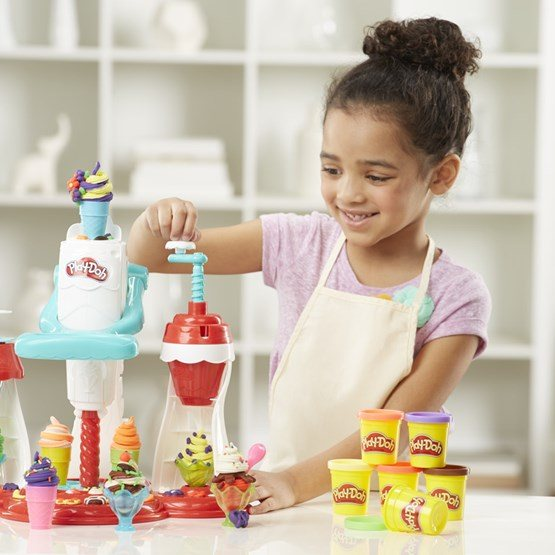 Play doh kitchen creations glassmaskinen ultimate swirl for Mobilia 3 butik