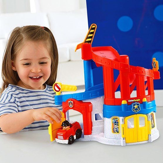Fisher price little people r ddningsstation hem for Mobilia 3 butik